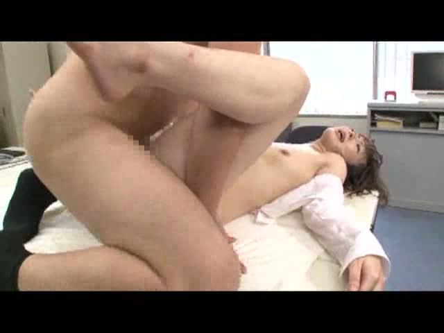 熟女のアナル無料obasan動画。アナルとマンコに同時にチンコ挿入される熟女!