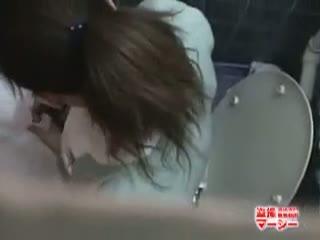 【素人】トイレでオナニー中だった病院の女性職員を上から隠し撮りwww